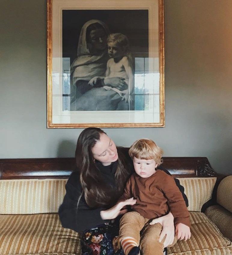 Внук четы Стриженовых растет красавцем с роскошной шевелюрой. Петя - копия дедушки (новые фото)