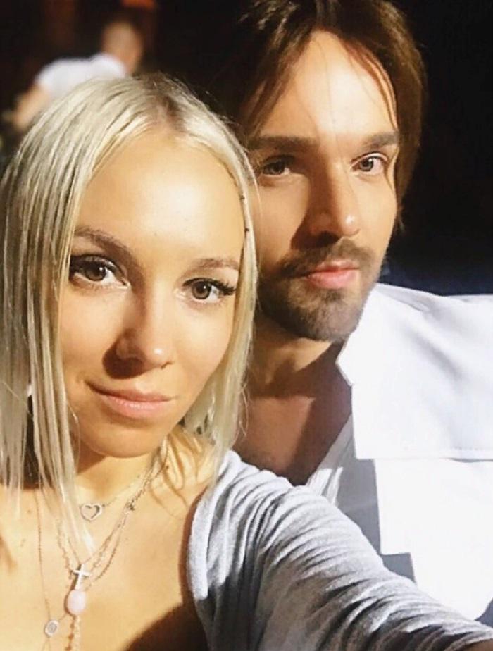 Жена Александра Панайотова оказалась белокурой красавицей (новые фото музы певца)