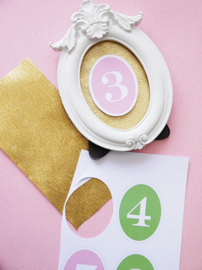 Как самостоятельно сделать красивые таблички с номерками для гостей на свадьбе: пошаговая инструкция
