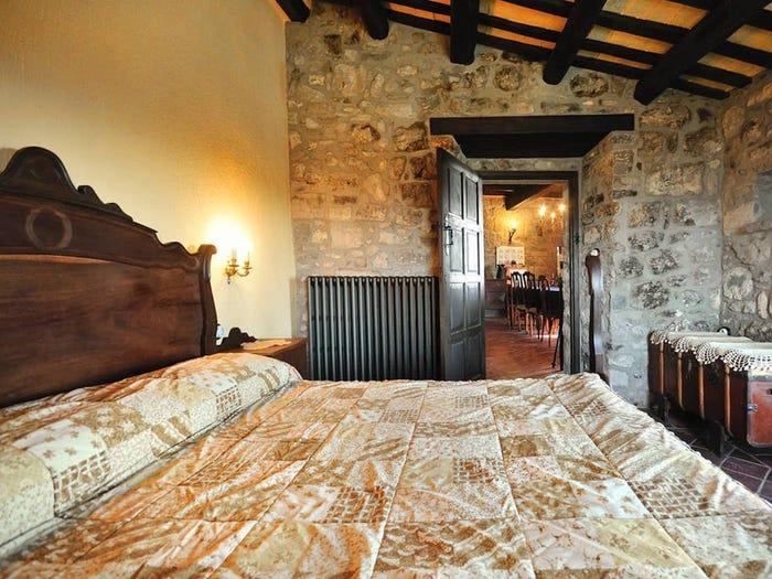 Хотите погрузиться в атмосферу Средневековья? Замок в Испании можно арендовать менее чем за 25 долларов за ночь