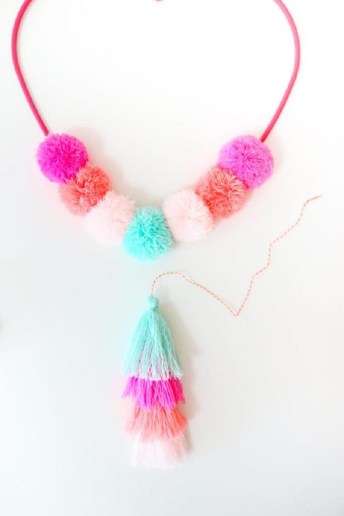 К Дню святого Валентина сделала милое настенное украшение в форме сердца: будет смотреться уместно даже после праздника