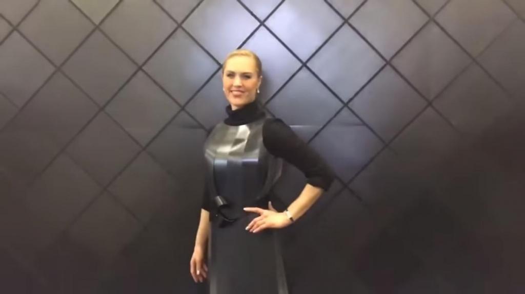 """""""Умное"""" платье, разработанное японскими инженерами: оно меняет свой цвет (видео)"""