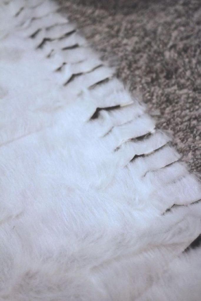 Иголка и нитка не понадобились: мягкая пушистая лежанка для собак, сделанная своими руками