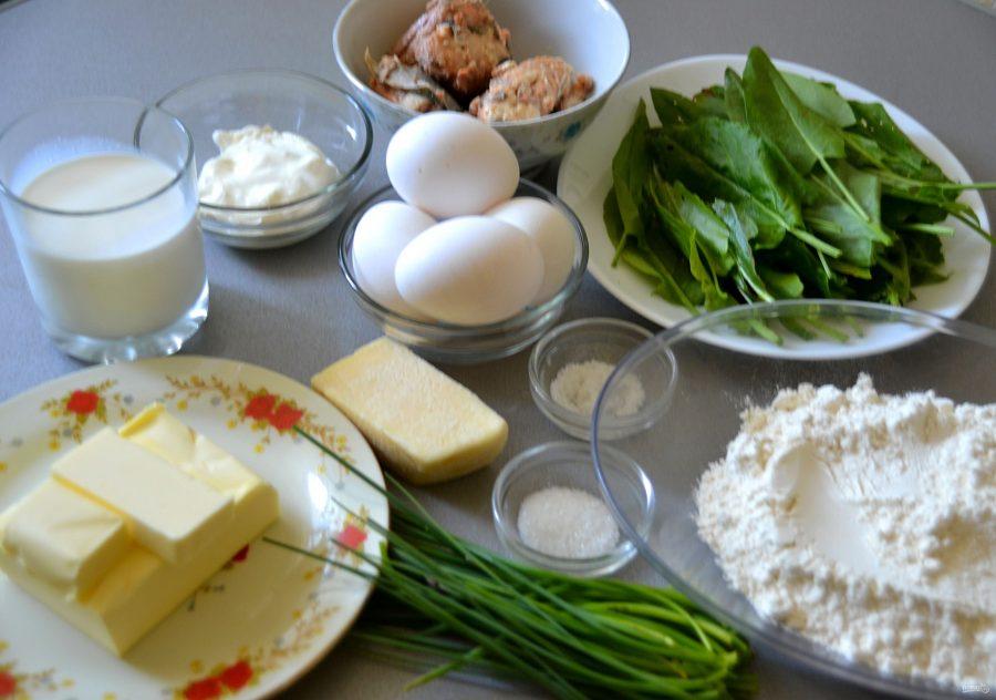 Я обожаю шпинат. Подруга научила как готовить заливной пирог с лососем и шпинатом. Теперь это мое любимое блюдо