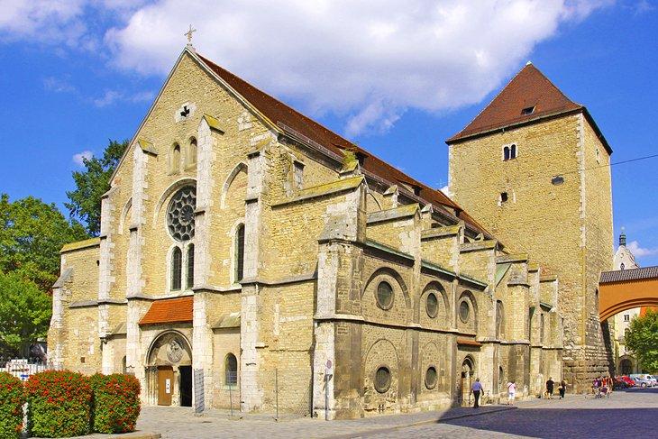 Популярные достопримечательности и развлечения в немецком городе Регенсбурге: почему местный собор прославился на весь мир