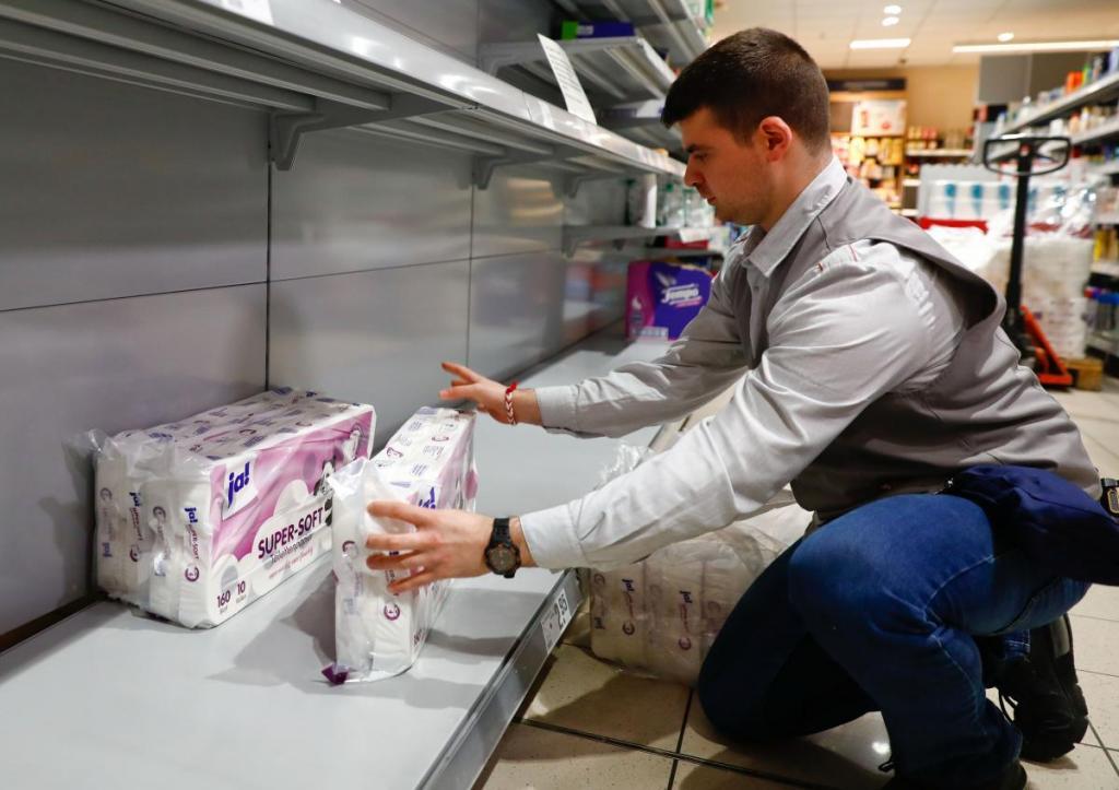 Салфетки вместо бумаги, кальмар вместо орехов: в Британии многие потребители получили совсем не то, что заказывали