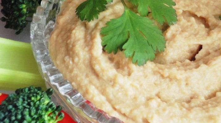 У нас за хумусом в магазин не бегают - я готовлю его сама (закуску никак не отличить от оригинала): простой рецепт