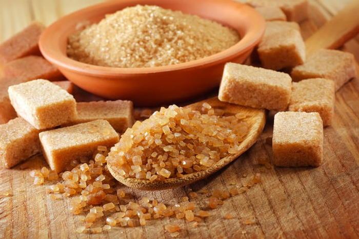 У меня всегда на кухне есть бальзамический уксус и коричневый сахар. Мясо с ними получается особенным