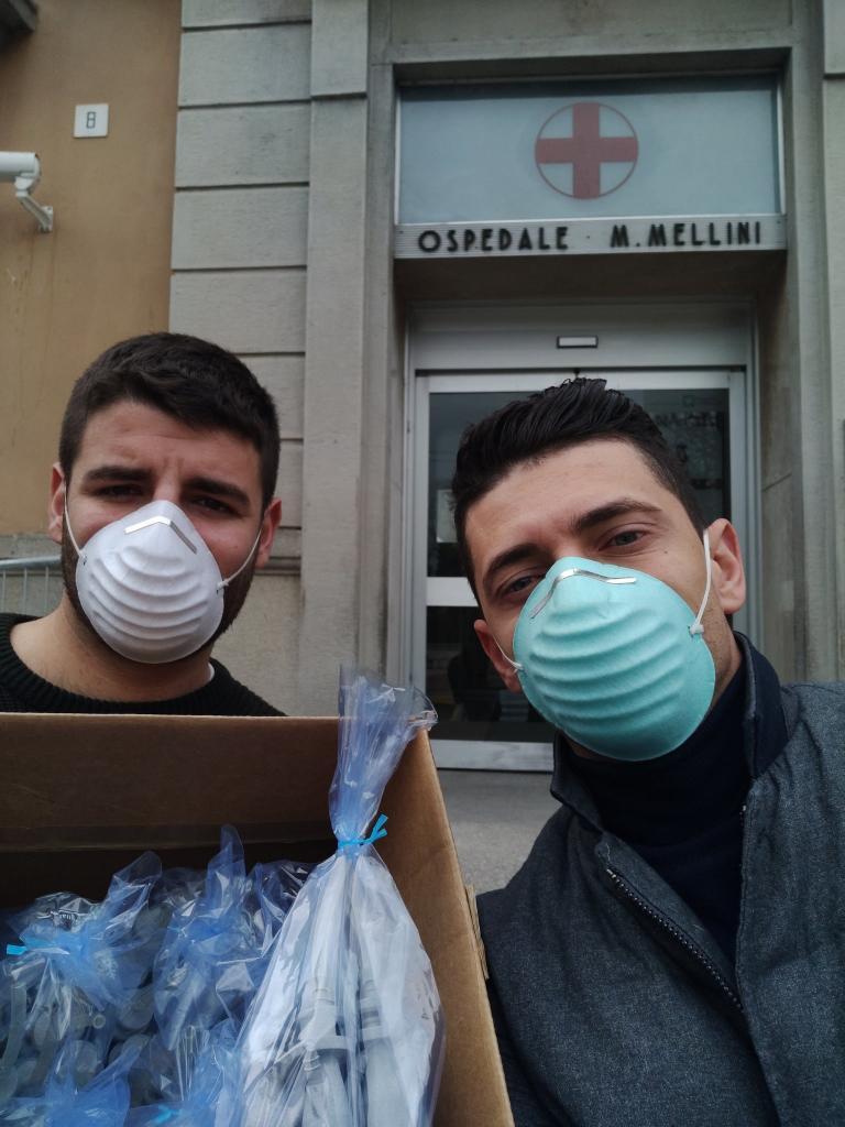 Коронавирус, бойся: итальянские инженеры создали аналог медицинских масок из экипировки для подводного плавания