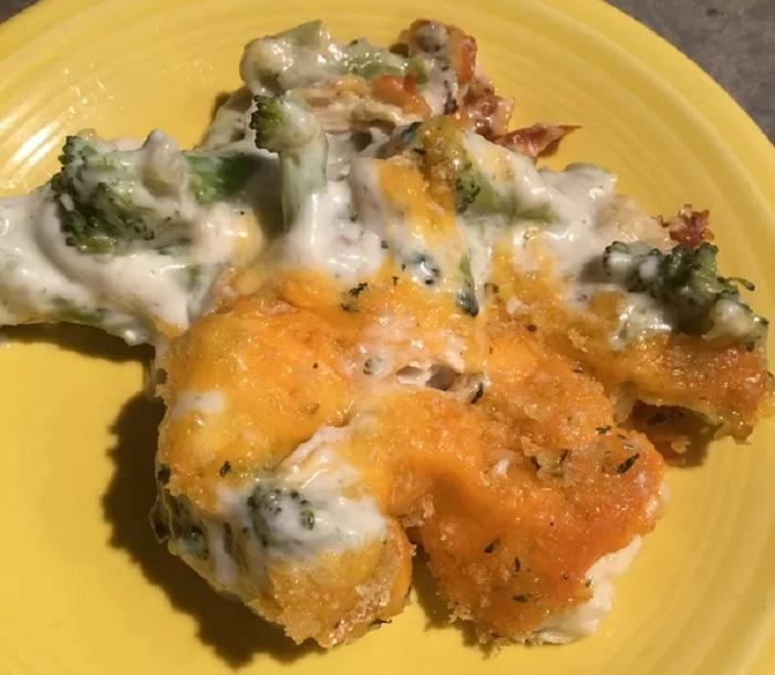 Остатки курицы и сыра всегда нахожу куда деть (делаю из этого пикантную запеканку с брокколи): простой рецепт