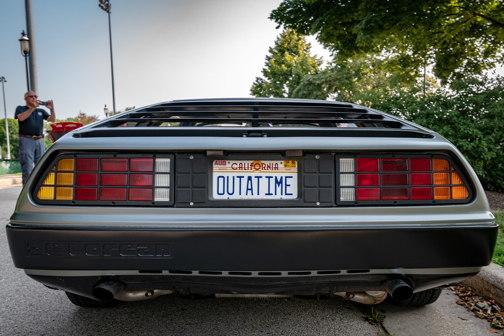 Хозяин автомобиля и фанат фильма «Назад в будущее»: что будет, если Mitsubishi Diamante наберет скорость 140 км в час