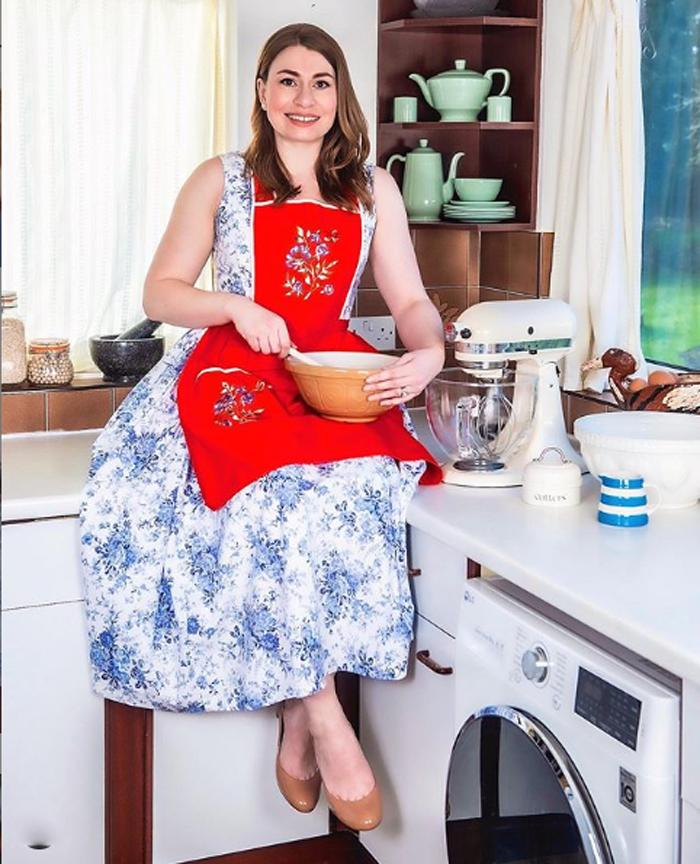 Долой грязные футболки и штаны для йоги! Домохозяйка в стиле 50-х Алена призывает всех женщин быть эффектными даже дома