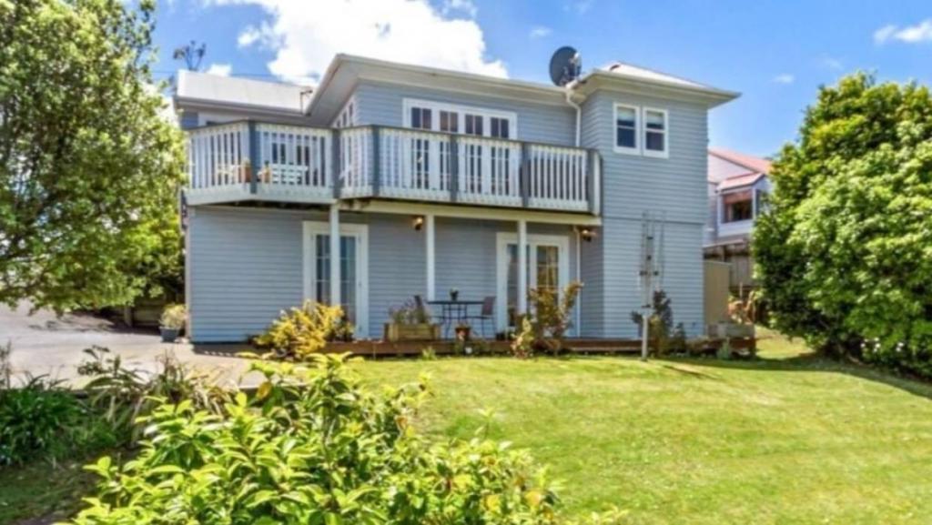 Чтобы недвижимость не пустовала: дом с пятью спальнями в Окленде сдается в аренду всего за 1 доллар