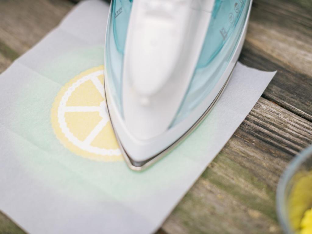Для лимонадов и коктейлей я сделала красивые бисерные подставки: ими также можно накрывать стакан с напитком