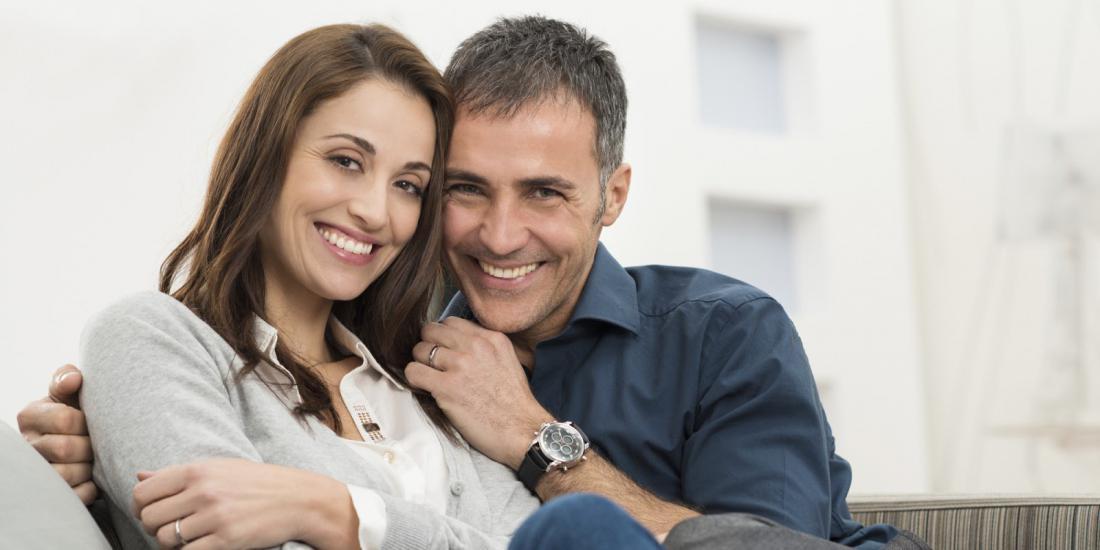 Жена вместе с мужем и с друзьями смотреть онлайн