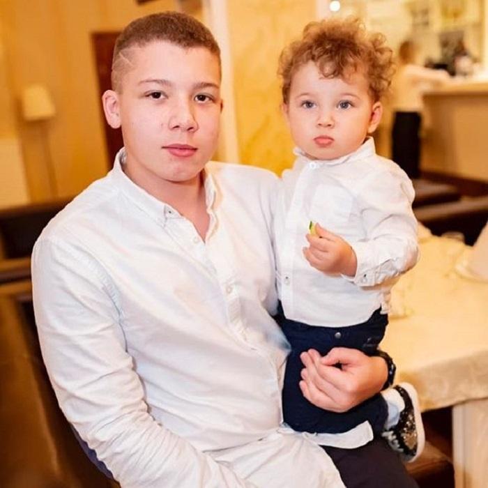 Михаил Евдокимов умер 15 лет назад, когда Даниилу был всего год. Вот как сейчас выглядит единственный сын артиста (новые фото)