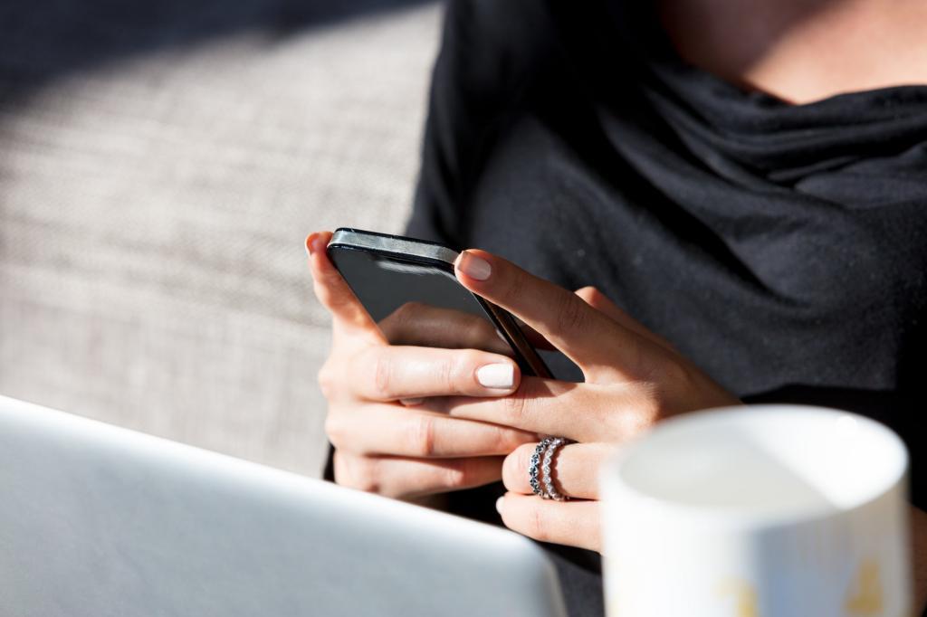 Смартфон постоянно в руках? Попробуйте изменить цветовую схему, и другие хитрости, чтобы избавиться от вредной привычки