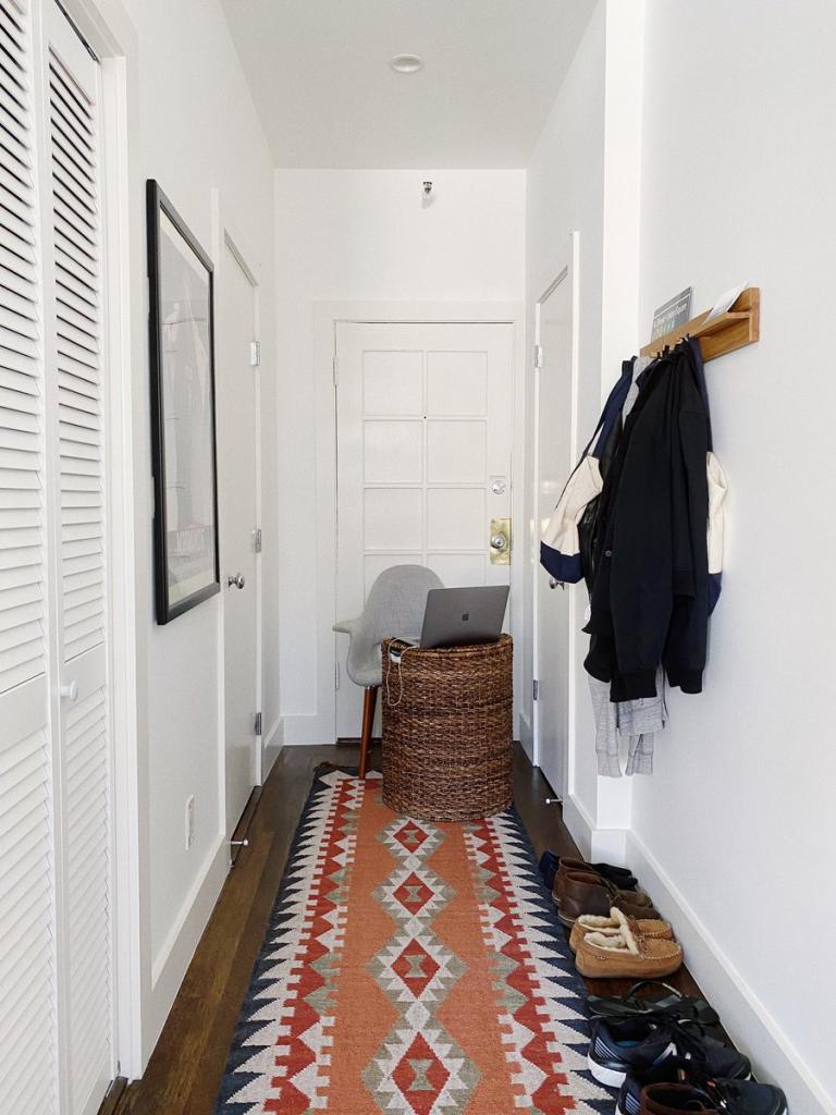 """Жена, тебе гладилка пока не нужна? Самые забавные, но креативные домашние офисы, придуманные сотрудниками на """"удаленке"""""""