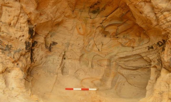 Оползень у железной дороги открыл средневековую пещеру со святыней