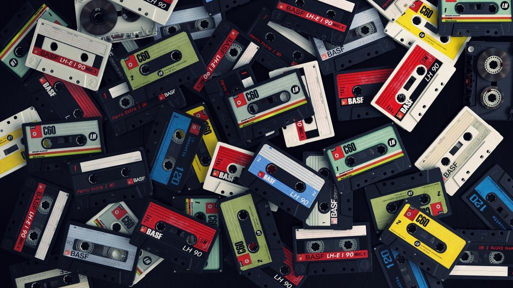 Карантин пошел во благо - умелец дал вторую жизнь старым аудиокассетам. Он записывает видео в низком разрешении