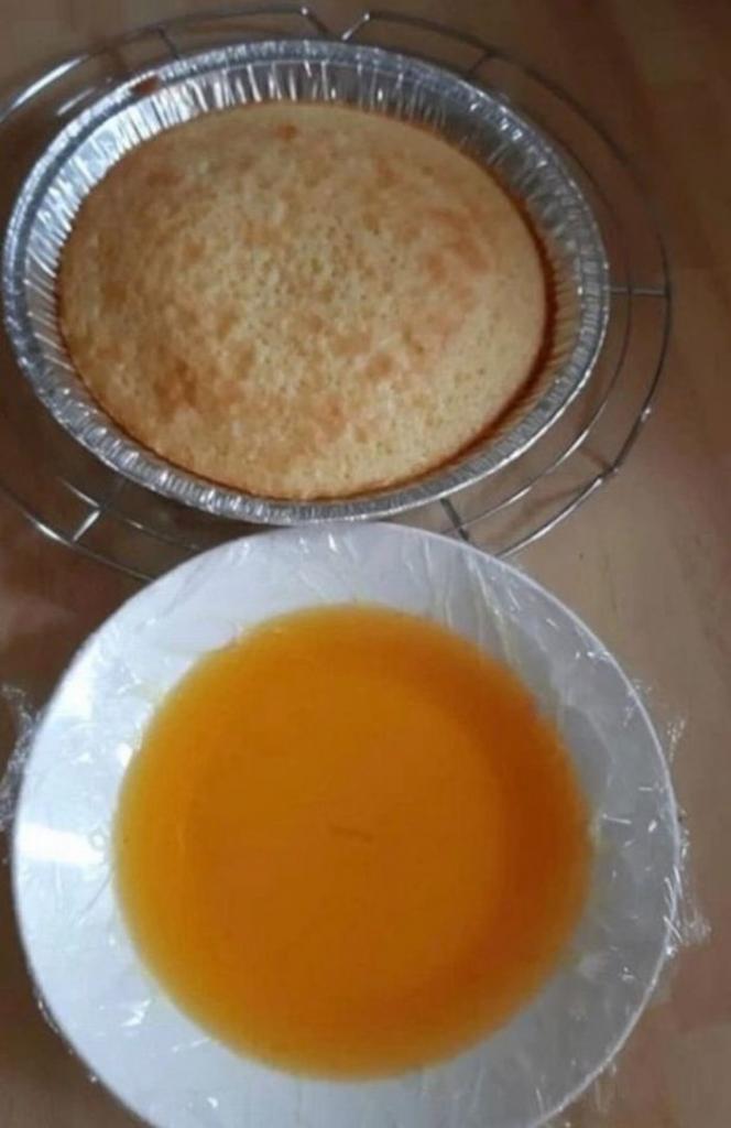 Дети обожают магазинное печенье с апельсиновым желе и шоколадом, поэтому я решила сделать такой торт. Получилось вкусно и недорого