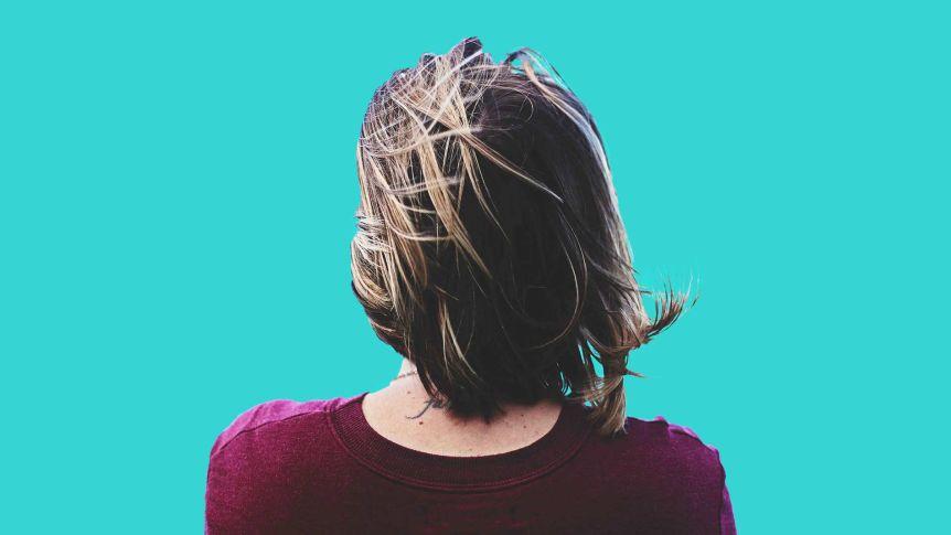 Парикмахеры просят не делать стрижки самим дома: волосы отрастут всего на 2 см в месяц, это не трагедия
