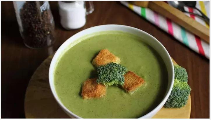 Суп из брокколи и десерт из йогурта: 3 неординарных блюда, которые вы можете приготовить со своими малышами