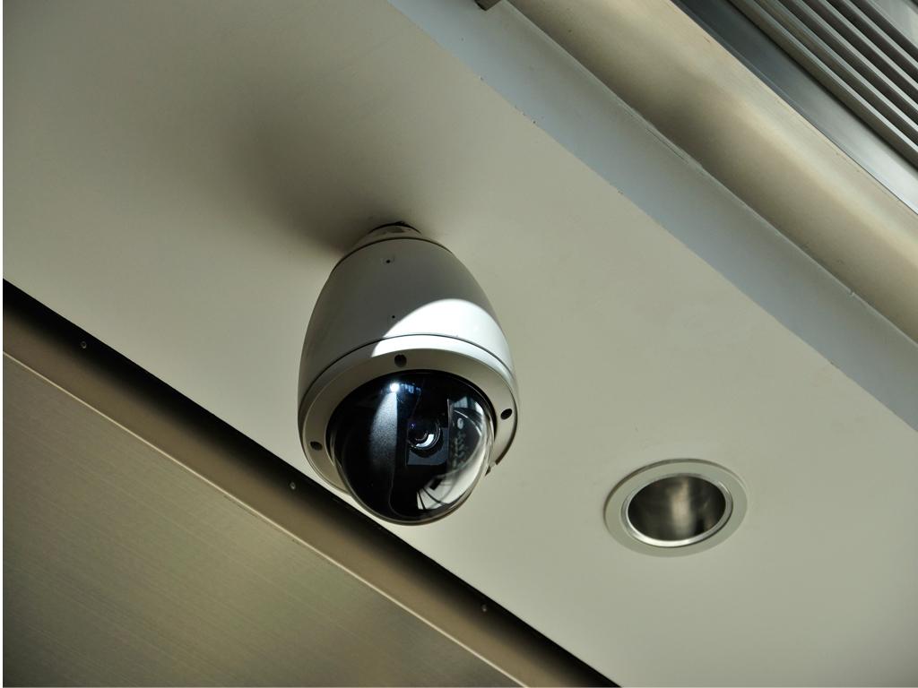Изучив записи со скрытой камеры, установленной в доме, мужчина полностью изменил свое отношение к жене