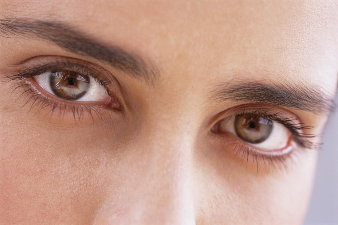 Как сделать веки на глазах одинаковыми