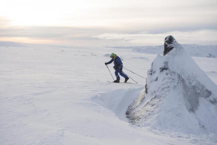 Этот мужчина целый год собирается жить в капсуле на айсберге (14 фото)