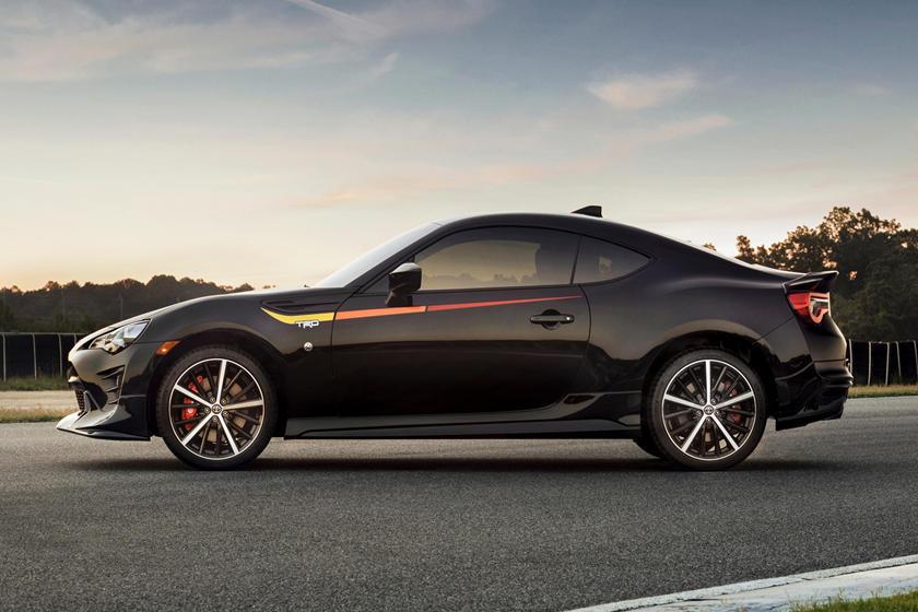 Обновленный 15-дюймовый дизайн колес: легендарная Toyota 2000GT получает современный дизайн