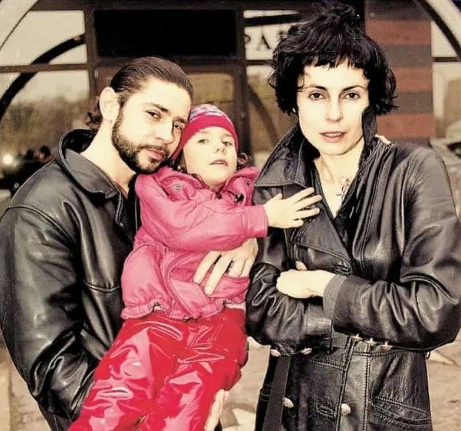 Дочь Апексимовой и Николаева выросла и стала актрисой. Как складывается ее творческая судьба (новые фото)