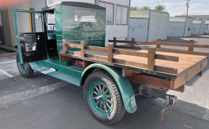 """Грузовичок """"Шевроле"""" выглядит как новый, но ему почти сто лет: прекрасный вариант для закусочной на колесах"""