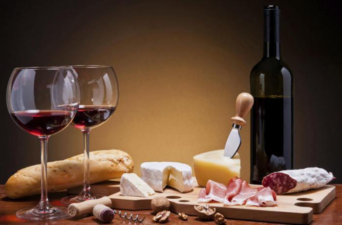Почему после употребления алкогольных напитков человек много ест?
