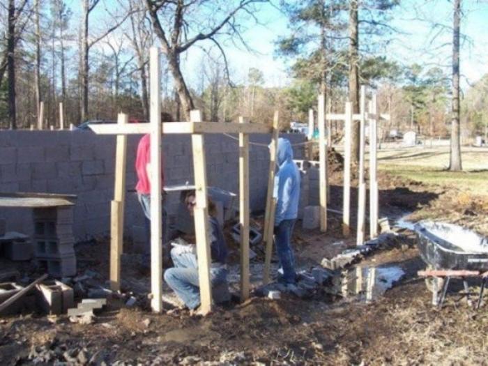 Никто не верил, что у нее получится: многодетная мать сама построила дом