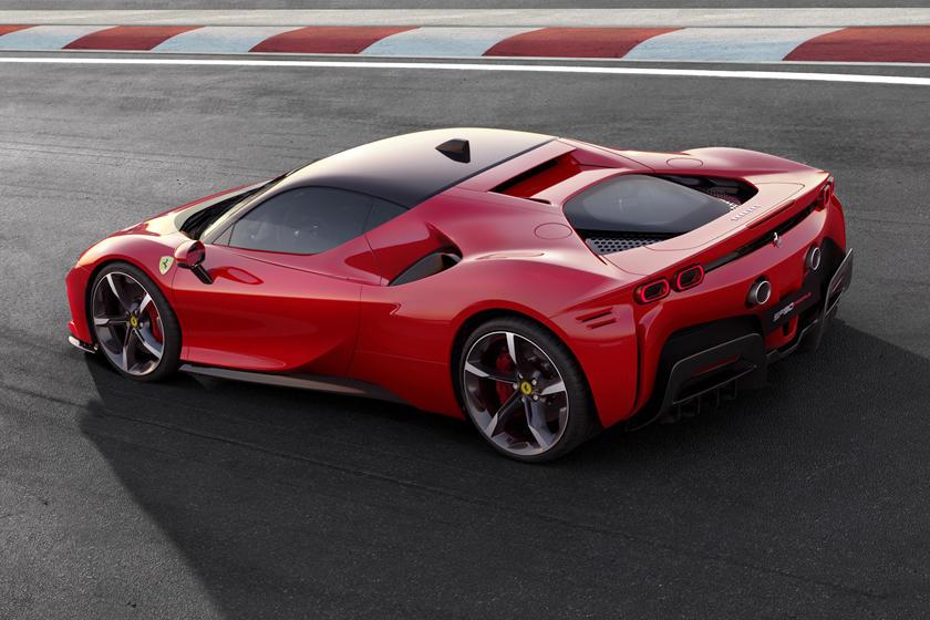 Электрический суперкар Ferrari будет оснащен революционно новой технологией: к 2025 компания выпустит электромобиль с 4 двигателями