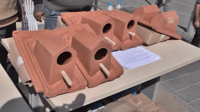 В Турции изготавливают особенную черепицу. Понять, почему она так выглядит, можно только после того, как увидишь ее на крыше