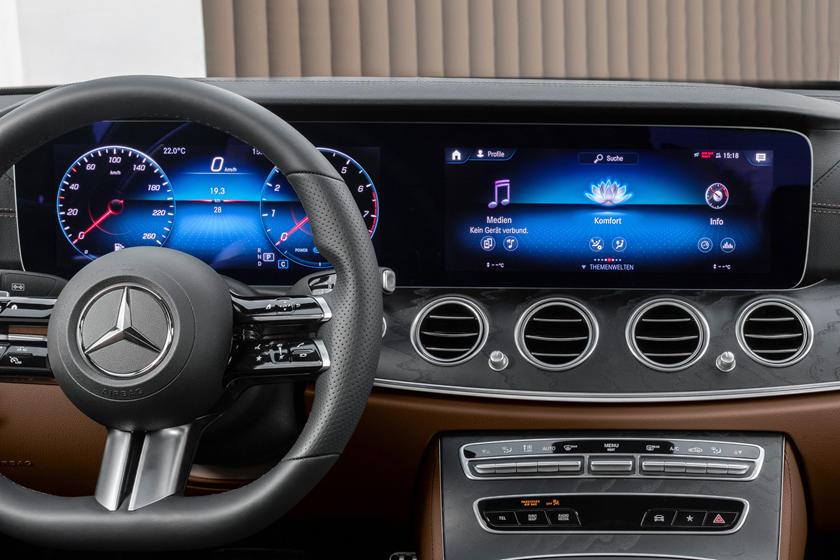Через неделю состоится дебют обновленных двухдверных Mercedes E-Class: купе и кабриолета. В Сети появились первые фото