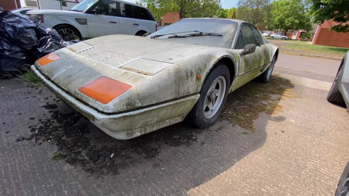 Когда-то он принадлежал Саудовскому Принцу: очень редкий Ferrari с 6420 милями на одометре стоит забытый на заднем дворе