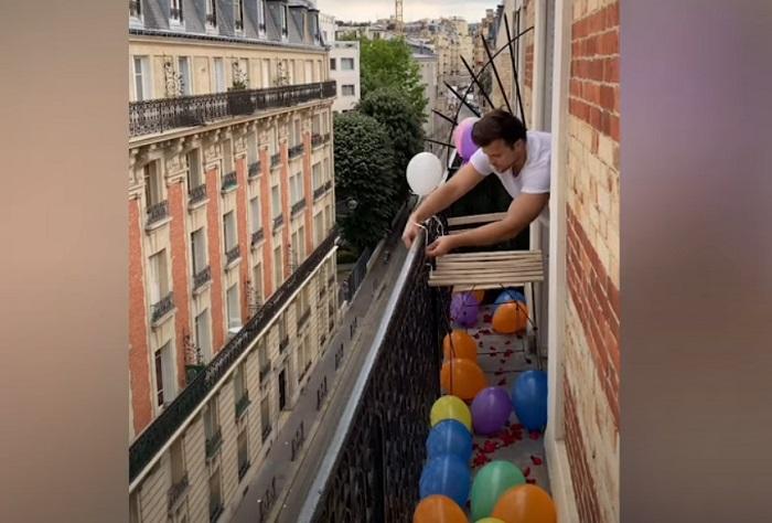Парень подготовил для девушки романтический сюрприз на ее день рождения: подарок не смогла испортить даже погода