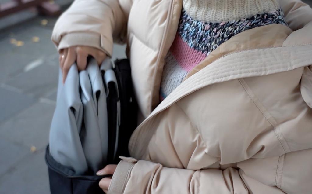 Новинка среди транспортных средств: надувной скутер, который при случае легко помещается в рюкзаке