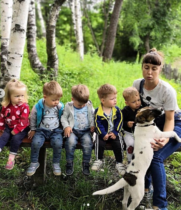 В 2017 году Анастасия Меркулова родила пятерняшек: как сейчас она выглядит
