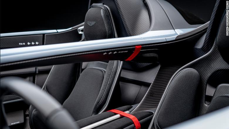 Aston Martin представил суперкар V12 Speedster без крыши и лобового стекла: за модель ограниченного выпускапридется заплатить почти миллион долларов