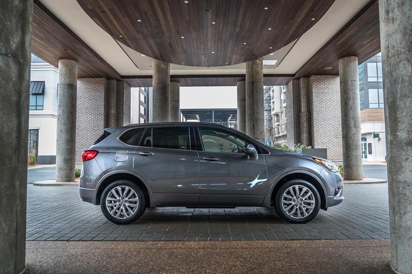 Сочетает выразительность автомобиля с практичностью внедорожника: Buick Envision Breaks Cover представлен с новым дизайном