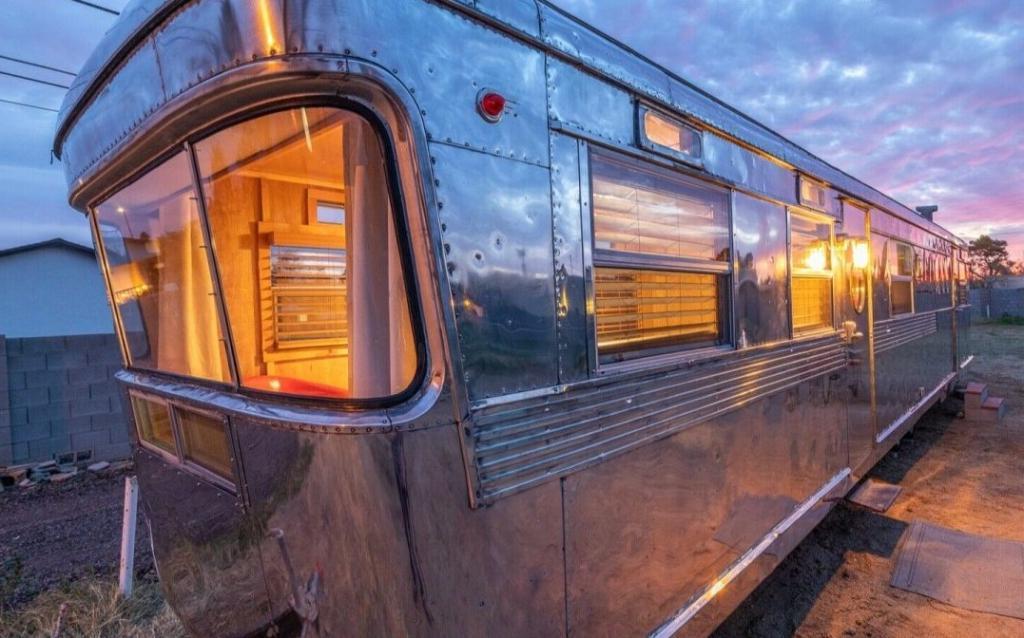 Роскошь на колесах: ретрофургон 1955 года внутри выглядит как шикарный дом, только на полировку кузова ушло 600 часов