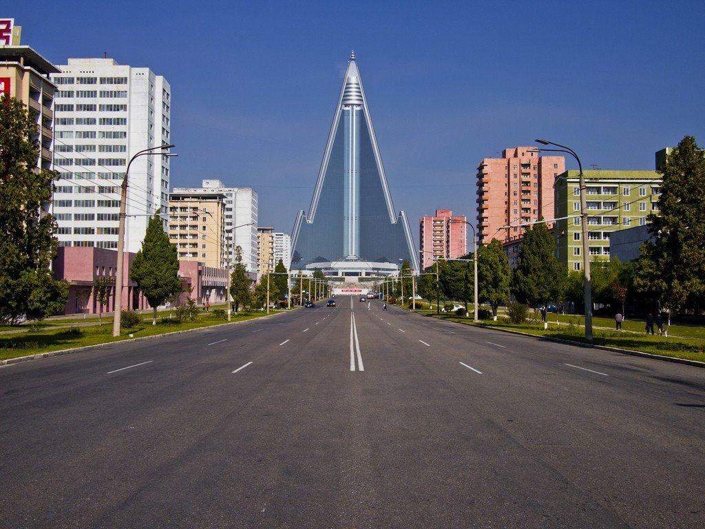 От гигантской пагоды в Мьянме до отеля-призрака в Северной Корее: известные строения, которые так и не были завершены
