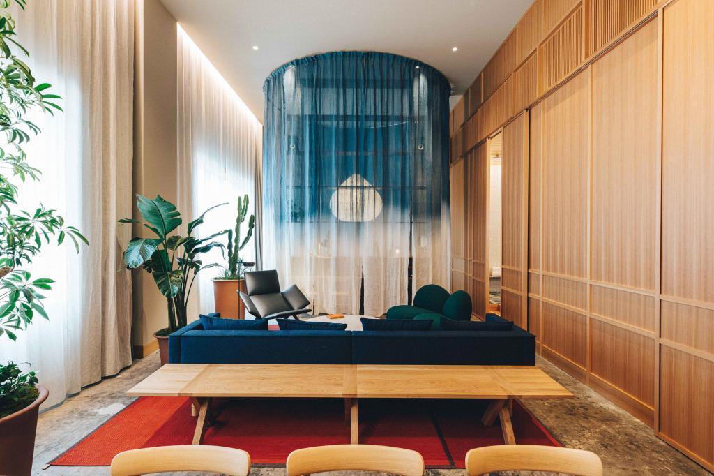 Шведские дизайнеры превратили пережившее Вторую мировую войну здание банка в отель. Что у них получилось: фото