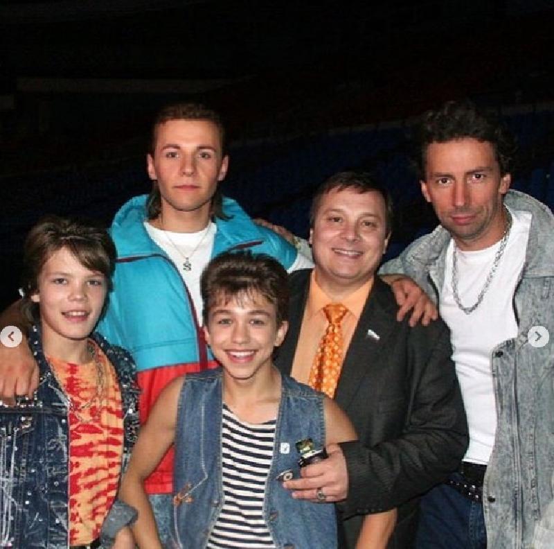 Андрей Разин поделился в соцсетях, что возобновляет работу над фильмом «Ласковый май-2», и опубликовал фото молодого актера
