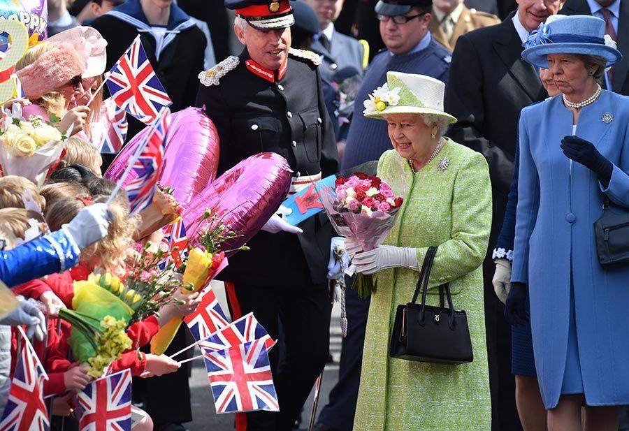 с праздником королева картинки течение заказанного