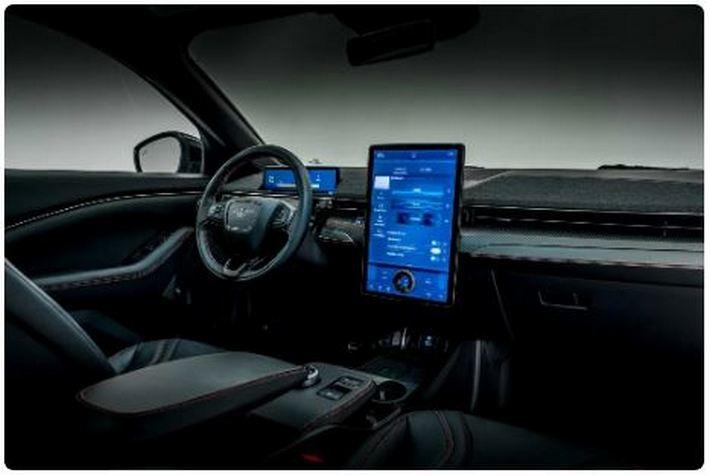 """В конце 2021 года Ford начнет внедрять в свои автомобили функцию беспилотного управления, которая позволит """"не держаться за баранку"""""""